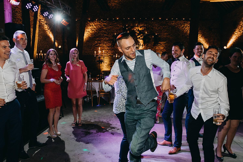gasten vrienden dansen huwelijk Genoelselderen