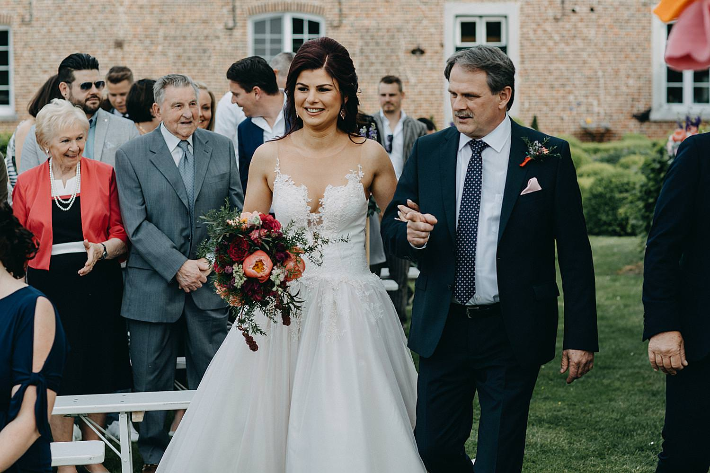 buitenceremonie huwelijk Monnikenhof intrede vader bruid
