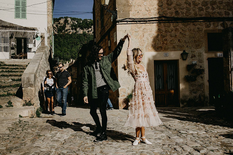 bruidspaar danst Palma de Mallorca