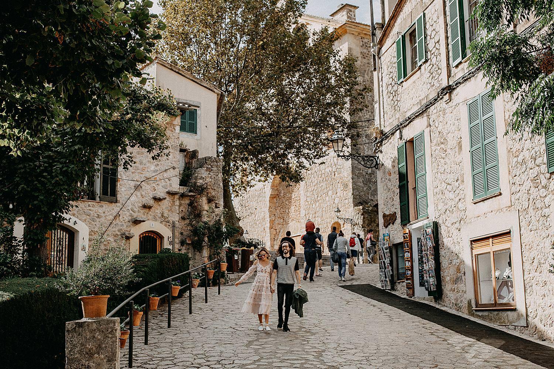 bruidspaar hand in hand Palma de Mallorca