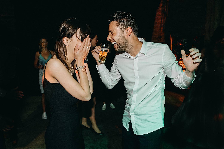 vriend vriendin dansen huwelijk dansvloer huwelijk
