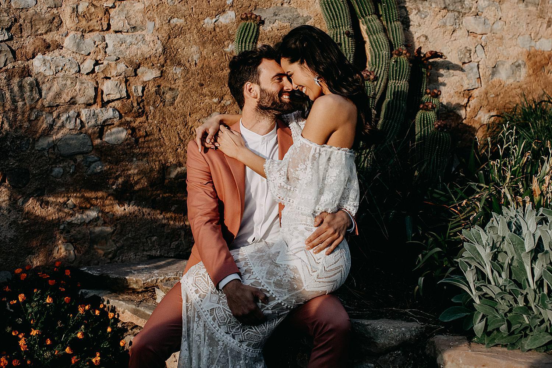 Bruid wit op been bruidegom voor cactussen Barcelona