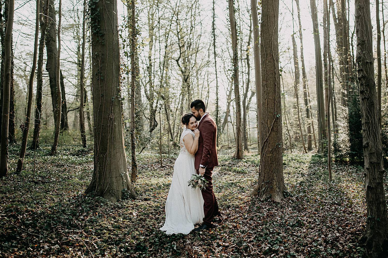 bruidspaar knuffel bos park plantentuin Meise