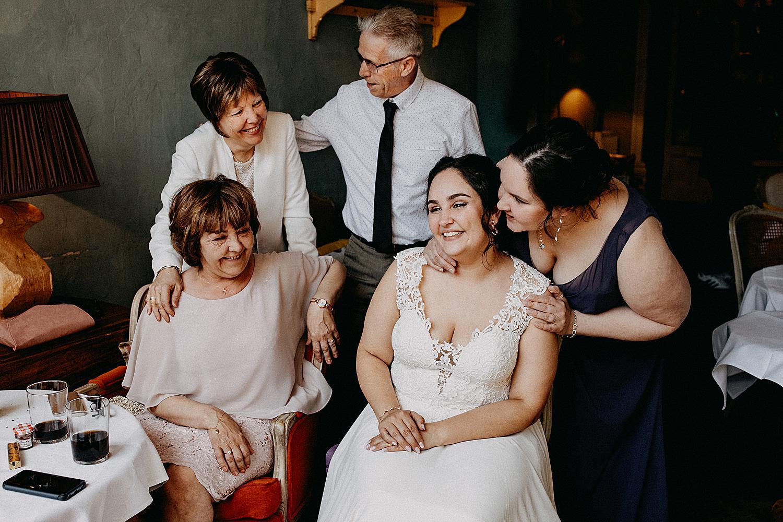 bruidspaar met ouders Salon de thé Claude