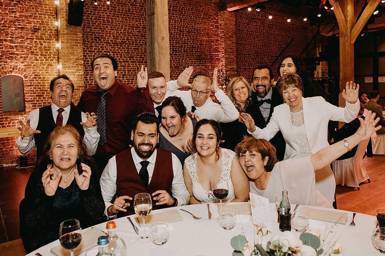 groepsfoto eretafel huwelijk Hof van Boeres Londerzeel