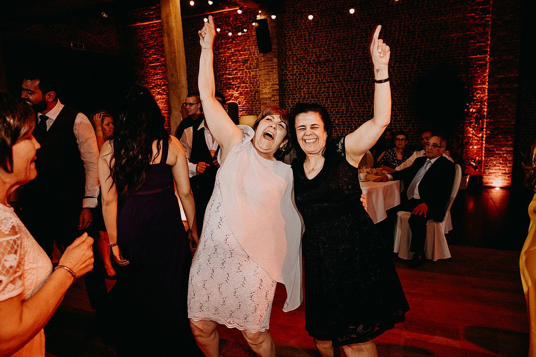 moeder danst dansvloer huwelijk