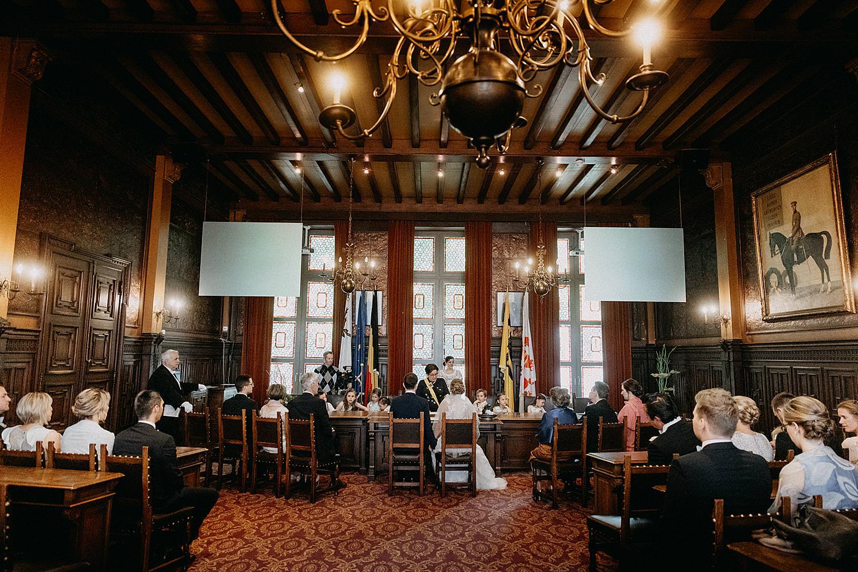 bruidspaar stadhuis Hasselt huwelijk