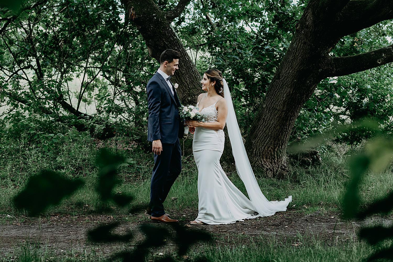 bruid geeft bruidsboeket Schemmersberg Genk