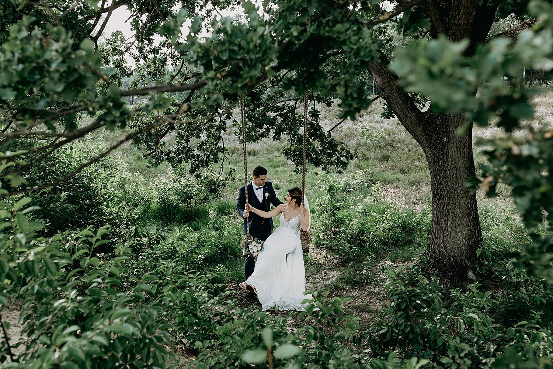 bruidspaar op schommel Schemmersberg Genk