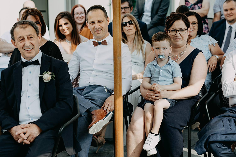 familie met baby buitenceremonie Rubenshof Alken