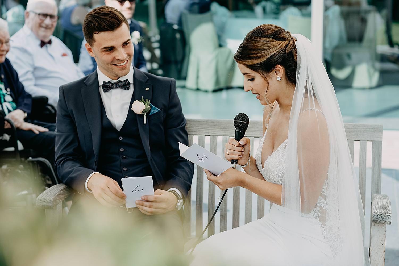 ja-woord bruidspaar buitenceremonie huwelijk