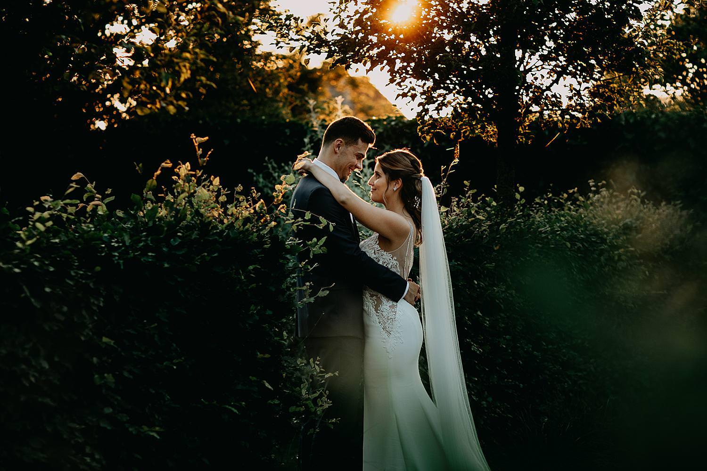 knuffel golden hour bruidspaar Alken