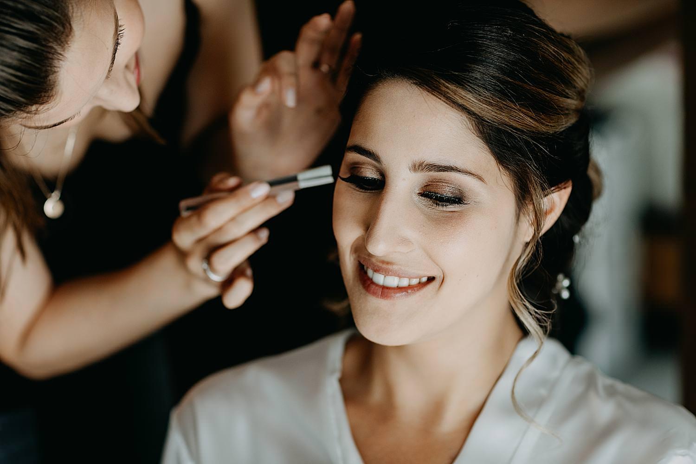 Make-up aanbrengen bruid