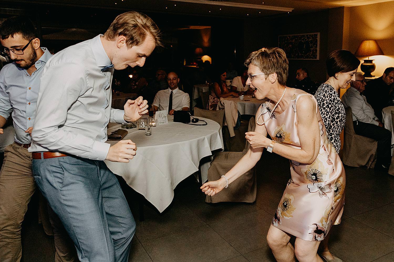 moeders danst met zoon huwelijk Rubenshof Alken