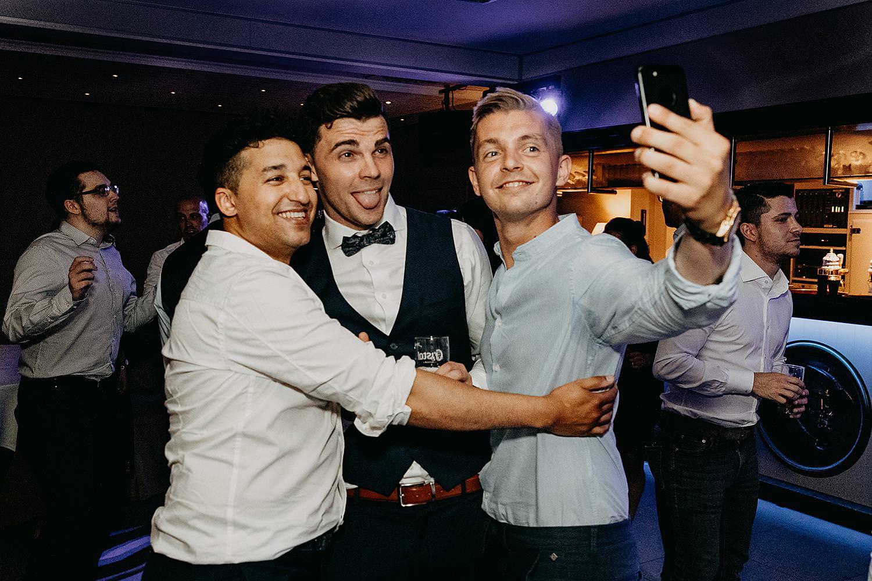 selfie met bruidegom dansvloer huwelijk Rubenshof