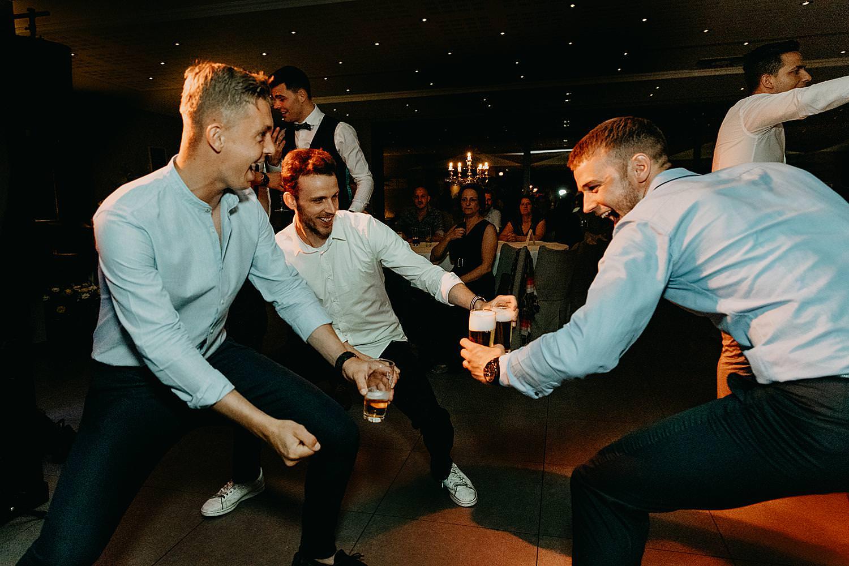 vrienden dansen huwelijk Rubenshof