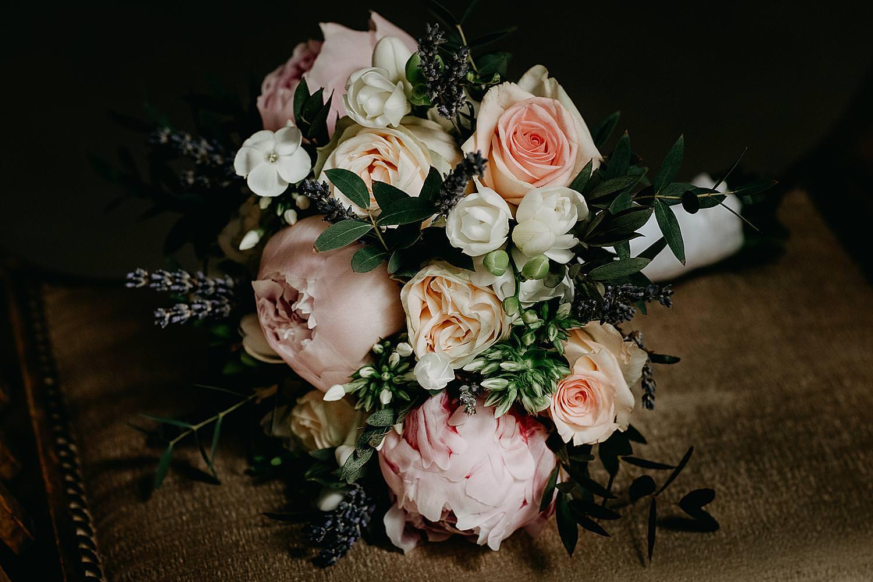 bruidsboeket pioenrozen roze en wit