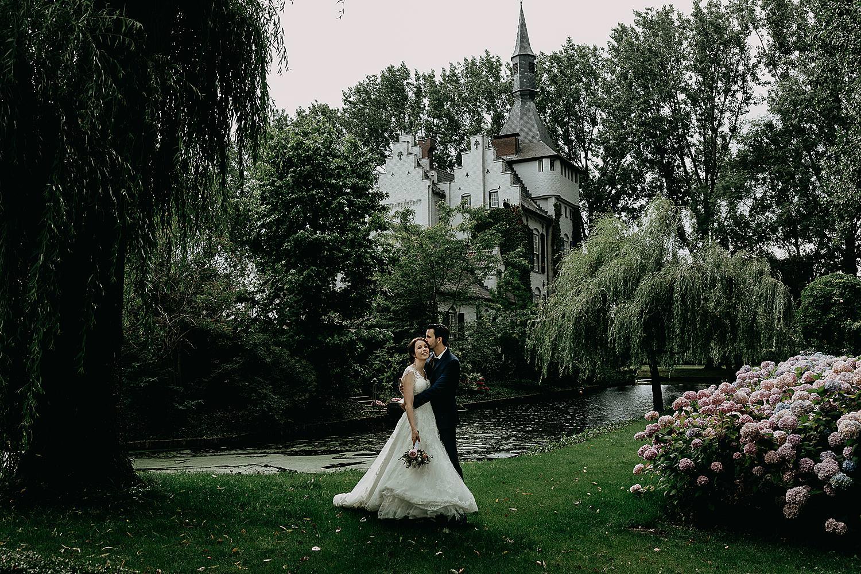 bruidspaar tuin kasteel Groot Buggenum