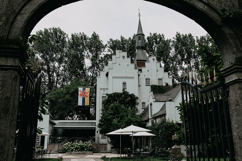 kasteel groot Buggenum door poort