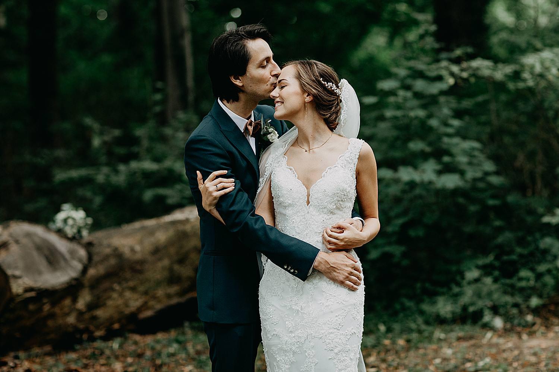 bruidegom kust voorhoofd bruid