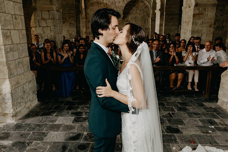bruidspaar kust huwelijk kerk Guvelingen