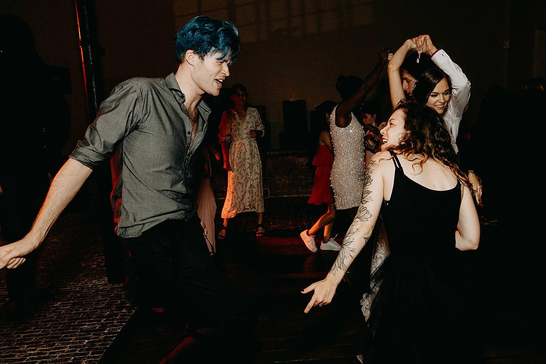 gasten dansen huwelijk Hof Ten Steen