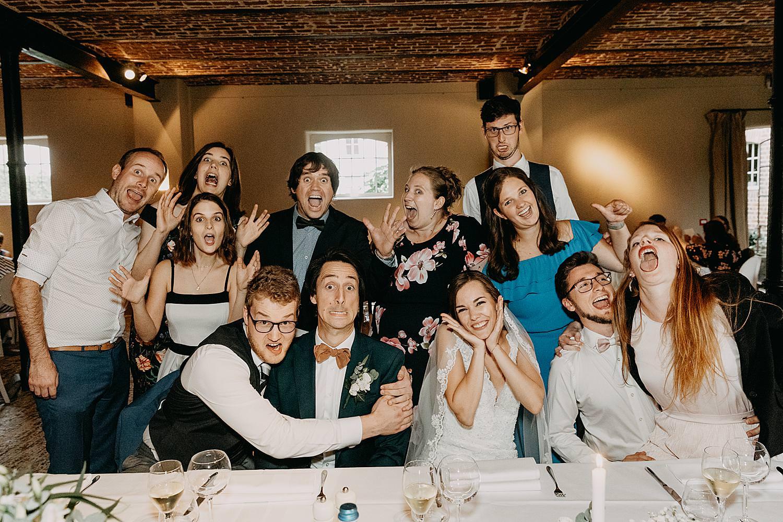 groepsfoto eretafel huwelijk