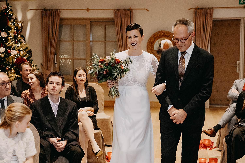 bruid intrede vader binnenceremonie