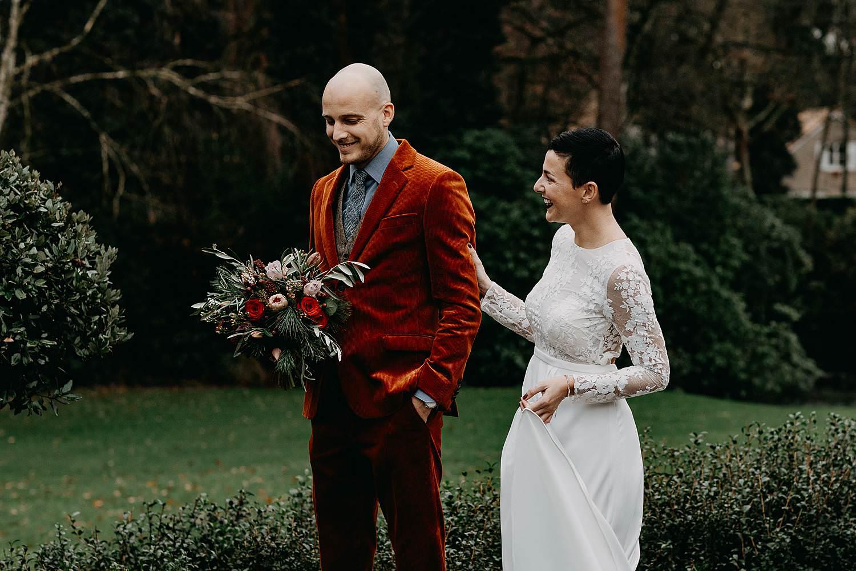 First look bruidspaar winterhuwelijk