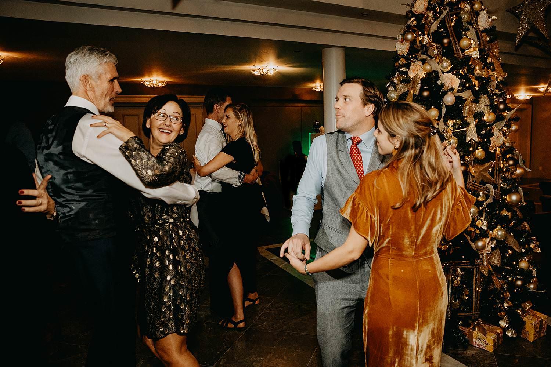 gasten dansfeest winterhuwelijk