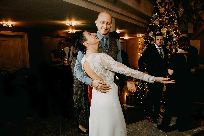 openingsdans bruidspaar winterhuwelijk La Butte aux Bois