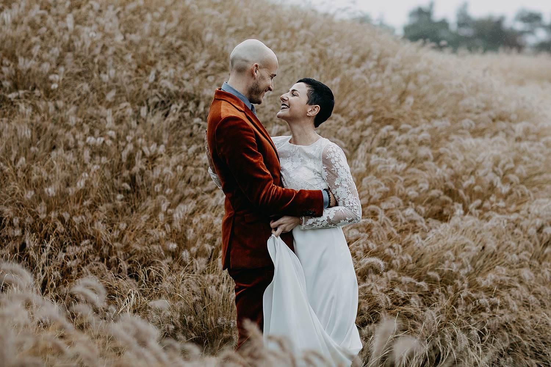 bruidspaar siergrassen winterhuwelijk