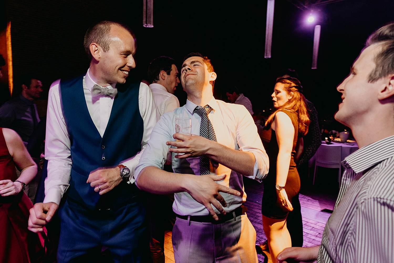Abdij Herkenrode dansfeest bruidegom met vrienden