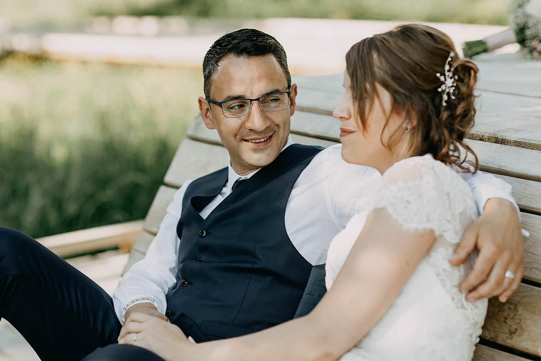 Alden Biesen bruidspaar op bank