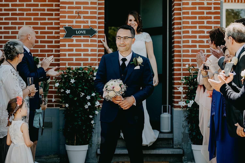 Alken first look huwelijk bruidegom wacht op bruid