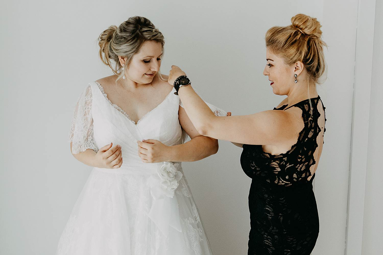 Antwerpen huwelijk aankleden bruid