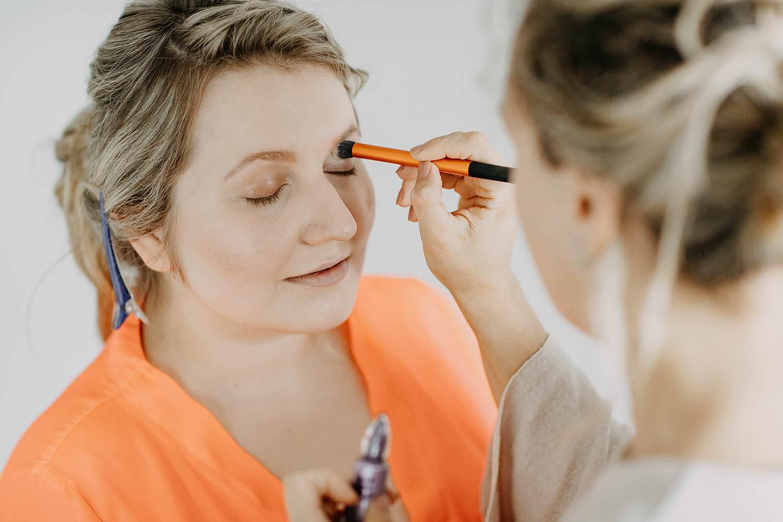 Antwerpen huwelijk voorbereiding make-up aanbrengen
