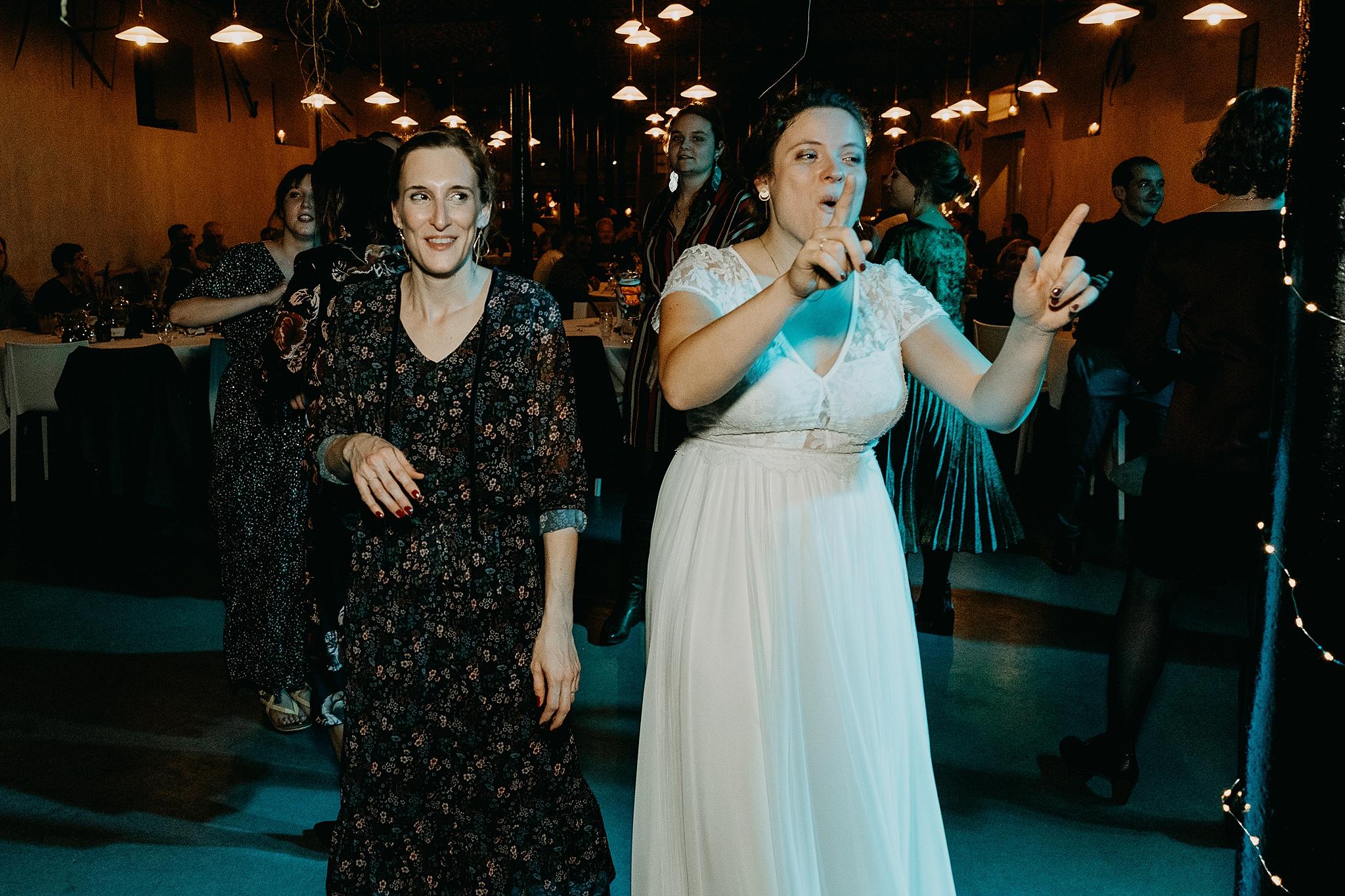 Aulnenhof bruid vriendin huwelijk dansvloer
