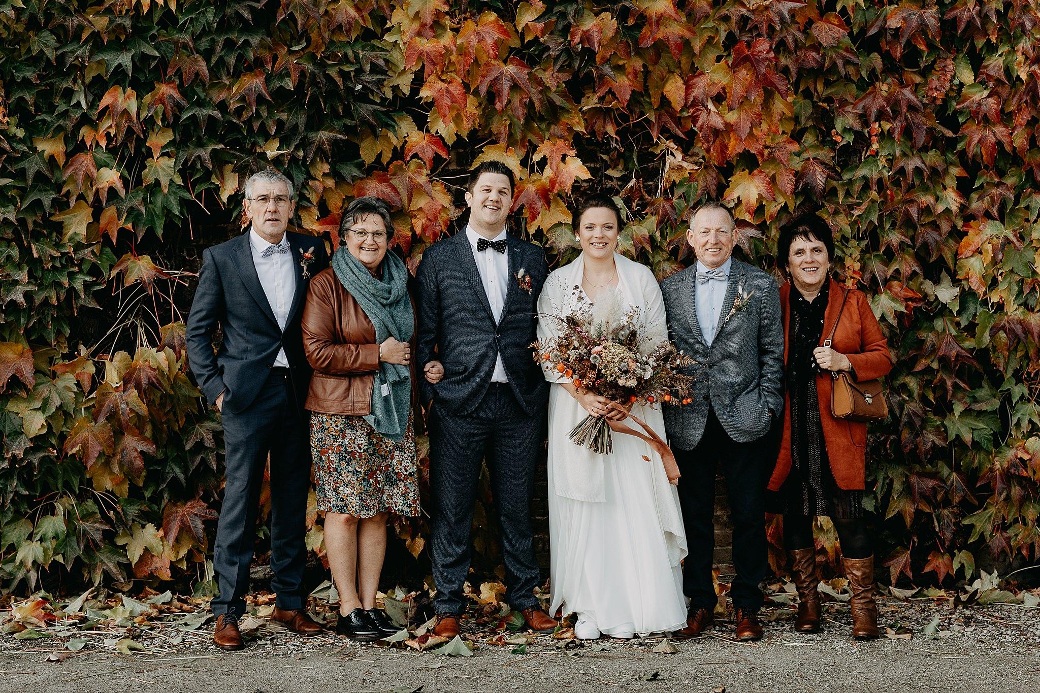 Aulnenhof groepsfoto familie bruidspaar tuin