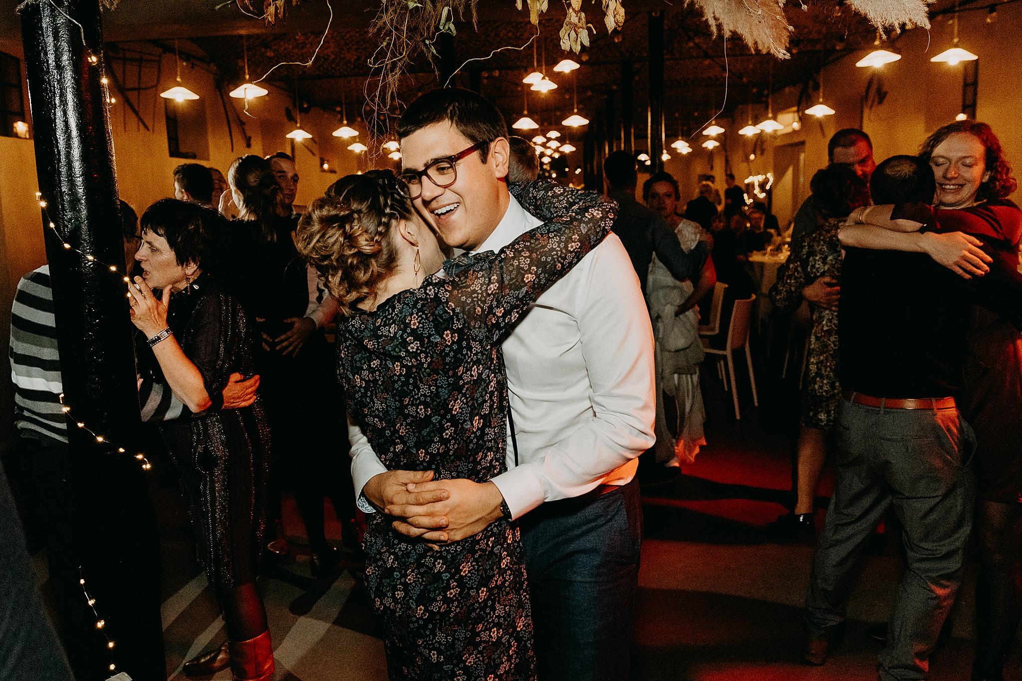 Aulnenhof huwelijk avondfeest gasten dansen