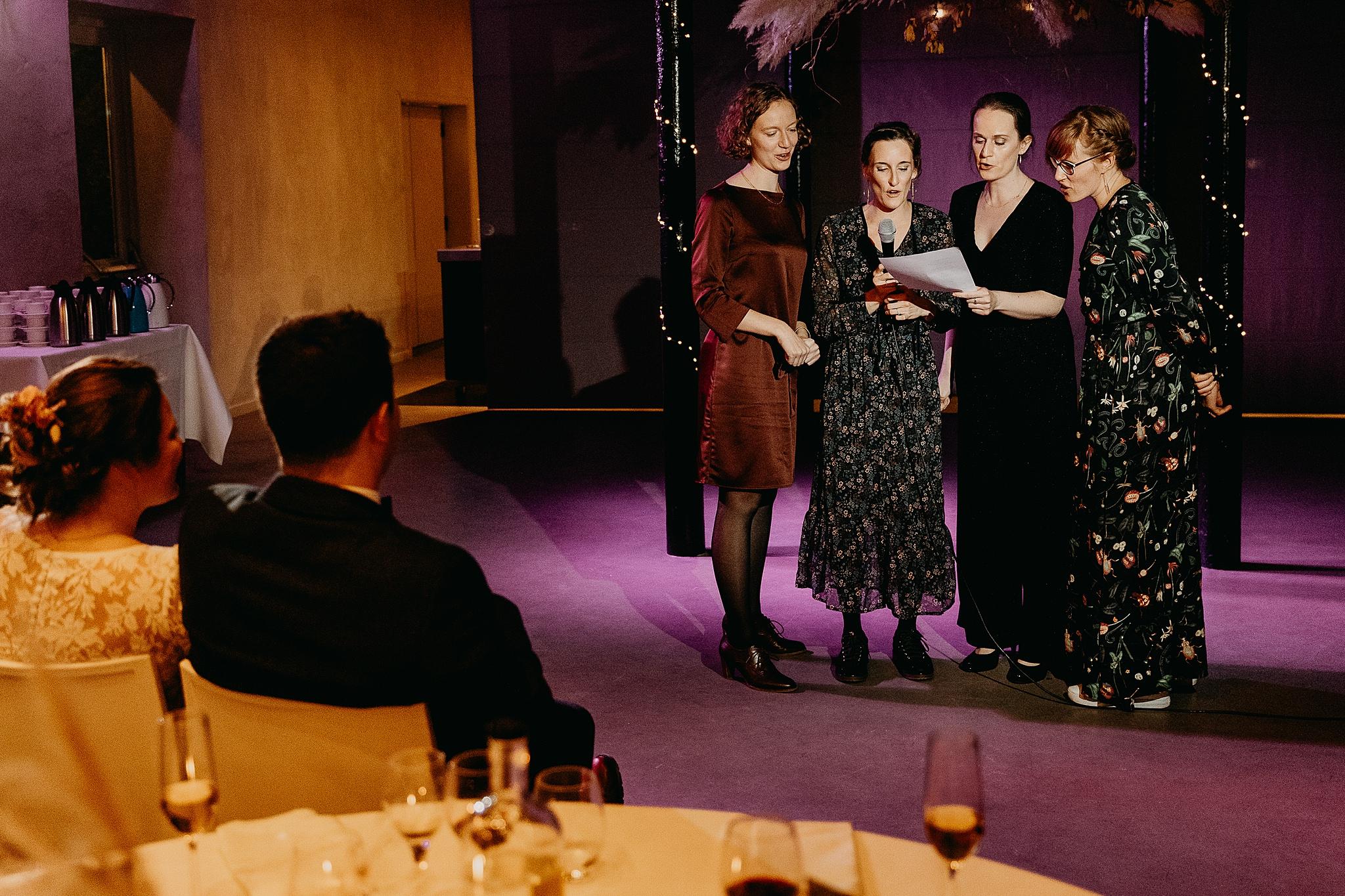 Aulnenhof opvoering vriendinnen huwelijk feestzaal