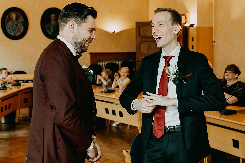 Bilzen gemeentehuis wettelijk huwelijk bruidspaar
