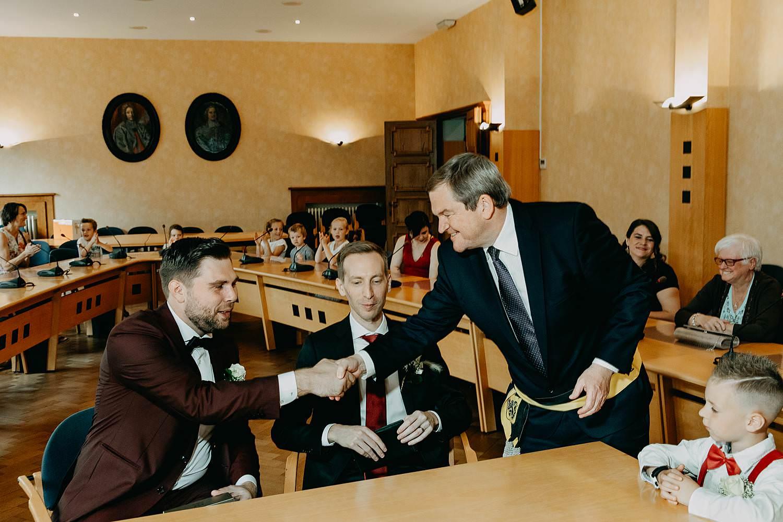Bilzen gemeentehuis wettelijk huwelijk schepen felicitaties bruidspaar