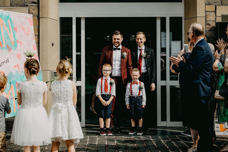 Bilzen gemeentehuis wettelijk huwelijk uittrede bruidspaar