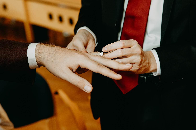 Bilzen gemeentehuis wettelijk huwelijk uitwisselen huwelijksringen