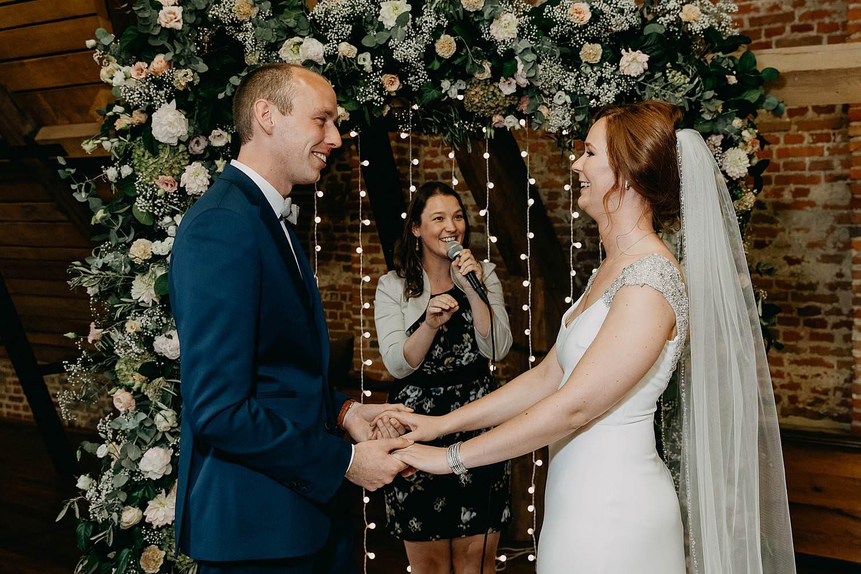 Binnenceremonie bruidspaar ja-woord