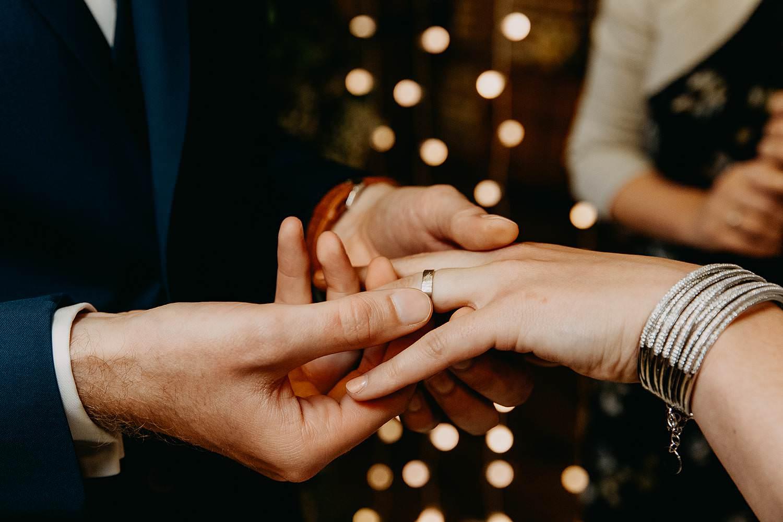 Binnenceremonie uitwisselen huwelijksringen