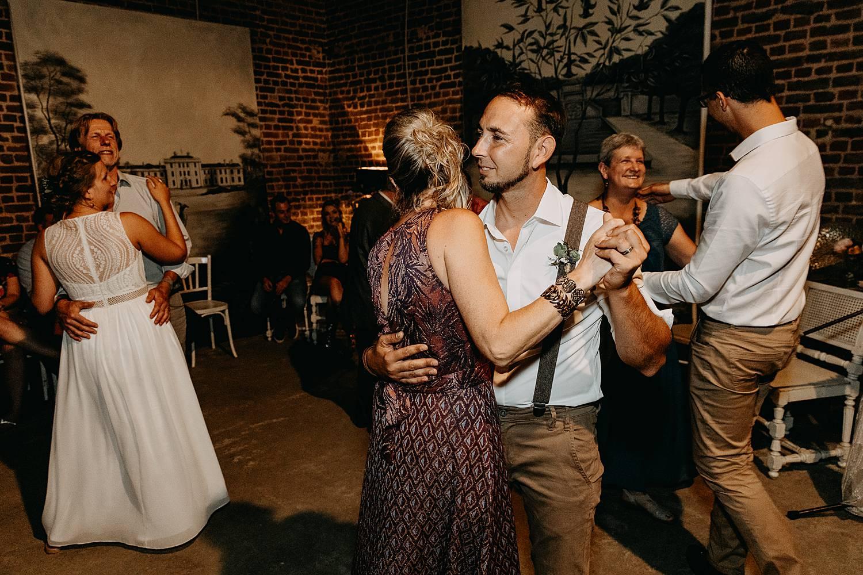 bruidegom dans huwelijk huis van Mihr