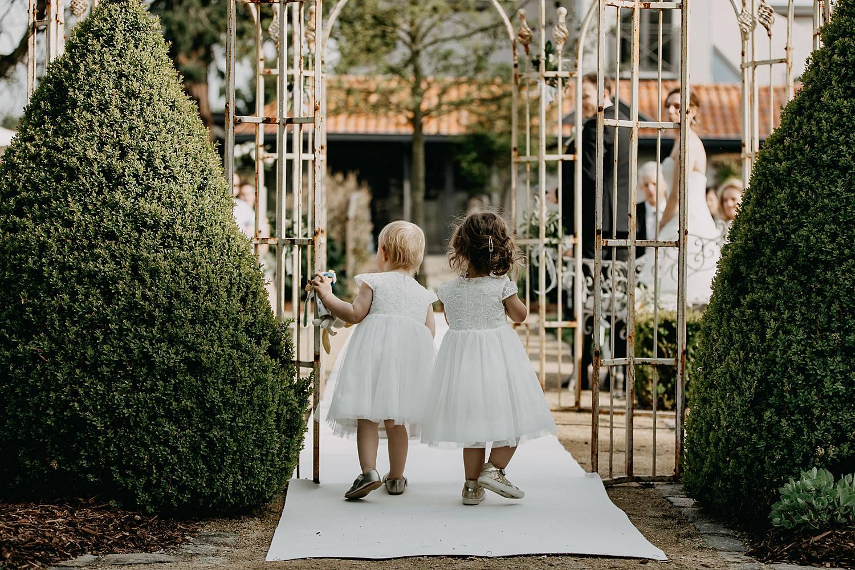 bruidskindjes buitenceremonie Hof te Rhode