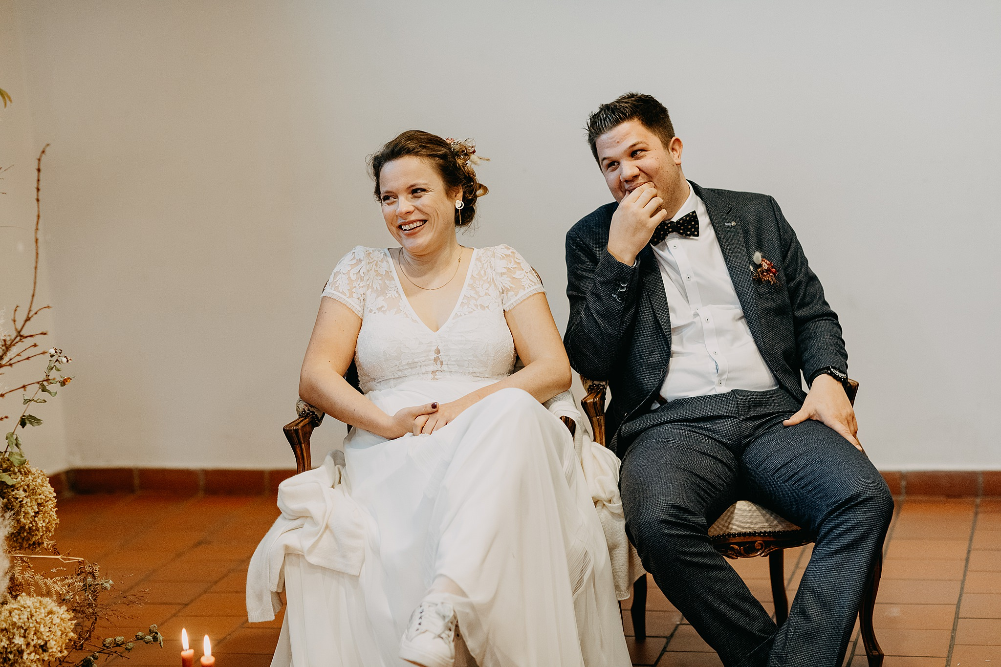 Bruidspaar binnenceremonie huwelijk Aulnenhof